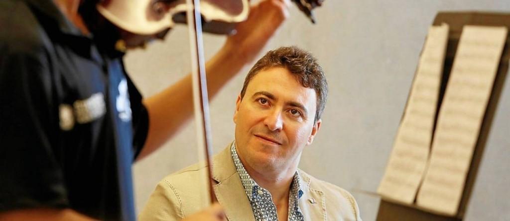 Maxim Vengerov fala sobre a essência da música, o papel educativo dela e conta como foi sua experiência com os jovens violinistas da orquestra de comunidade carioca